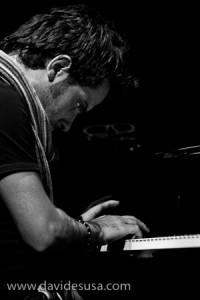 Vincenzo danise suona il piano