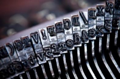 vecchia-macchina-da-scrivere-lettere-e-tasti-dei-simboli