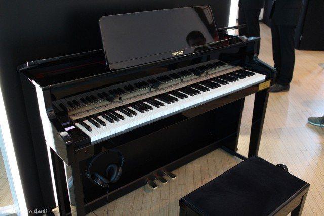 Il nuovo pianoforte ibrido Casio Grand Hybrid, realizzato in collaborazione con lo storico marchio tedesco C.Bechstein